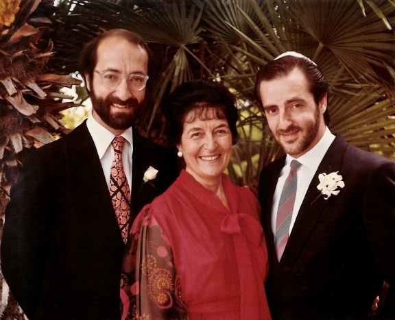 Laura with her sons, Arthur to the left and Leo to the right. (Photograph taken on Leo's wedding in California, 1983)