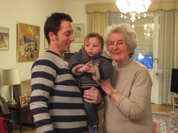 Recent picture of Laura with her grandson Joel and great-grandson Aner (Stockholm, 2013)