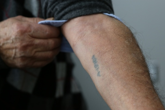 Howard Kleinberg. Auschwitz tattoo A-19186. (Michel Botman Photography, Toronto, February 2013)